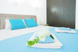 Спальня. Кипр, Фиг Три Бэй Протарас : Современный апартамент с гостиной, отдельной спальней и террасой, расположен в нескольких минутах ходьбы до залива Fig Tree Bay