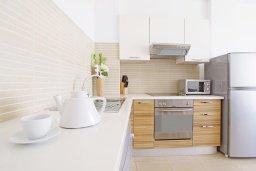 Кухня. Кипр, Фиг Три Бэй Протарас : Потрясающий апартамент в 100 метрах от пляжа, с отдельной спальней и балконом с видом на море, в комплексе с бассейном и спа-центром