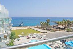Вид на море. Кипр, Фиг Три Бэй Протарас : Потрясающий апартамент в 100 метрах от пляжа, с отдельной спальней и балконом с видом на море, в комплексе с бассейном и спа-центром