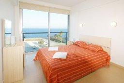 Спальня. Кипр, Фиг Три Бэй Протарас : Апартамент в 100 метрах от пляжа, с гостиной, отдельной спальней и балконом с панорамным видом на море