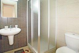 Ванная комната. Кипр, Фиг Три Бэй Протарас : Апартамент в 100 метрах от пляжа, с гостиной, отдельной спальней и балконом с панорамным видом на море