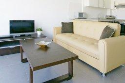 Студия (гостиная+кухня). Кипр, Фиг Три Бэй Протарас : Очаровательная студия расположена в комплексе с бассейном, спа-центром, теннисным кортом, недалеко от пляжа Fig Tree Bay