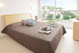 Спальня. Кипр, Фиг Три Бэй Протарас : Апартамент с гостиной, отдельной спальней и балконом, расположен в комплексе с бассейном и теннисным кортом