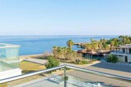 Вид на море. Кипр, Фиг Три Бэй Протарас : Современный апартамент в 100 метрах от пляжа, с отдельной спальней и балконом с видом на море, расположен в комплексе с бассейном и спа-центром