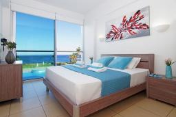 Кипр, Фиг Три Бэй Протарас : Уютный современный апартамент в 100 метрах от пляжа, с отдельной спальней и балконом с видом на море, расположен в комплексе с бассейном, спа-центром и тренажерным залом