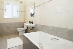 Ванная комната. Кипр, Каво Марис Протарас : Пентхаус в 100 метрах от пляжа, с 3-мя спальнями, 2-мя ванными комнатами и балконом с видом на море
