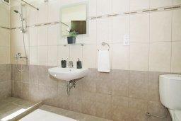 Ванная комната 2. Кипр, Каво Марис Протарас : Пентхаус в 100 метрах от пляжа, с 3-мя спальнями, 2-мя ванными комнатами и балконом с видом на море