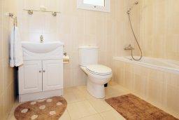 Ванная комната. Кипр, Нисси Бич : Апартамент с гостиной, отдельной спальней и террасой