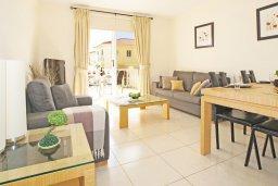 Гостиная. Кипр, Нисси Бич : Апартамент с гостиной, отдельной спальней и террасой
