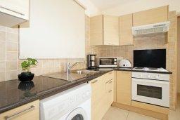 Кухня. Кипр, Нисси Бич : Апартамент с гостиной, отдельной спальней и террасой