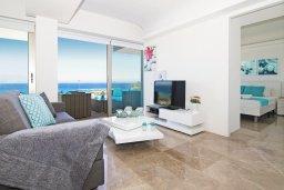 Гостиная. Кипр, Каво Марис Протарас : Потрясающий апартамент в 100 метрах от пляжа, с двумя спальнями и балконом с шикарным видом на море