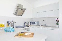 Кухня. Кипр, Каво Марис Протарас : Шикарный апартамент в 100 метрах от пляжа, с двумя спальнями и балконом с шикарным видом на море