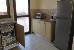 Кухня. Кипр, Ионион - Айя Текла : Роскошная вилла с видом на море, с 3-мя спальнями, с бассейном, тенистой террасой с патио и традиционной печью