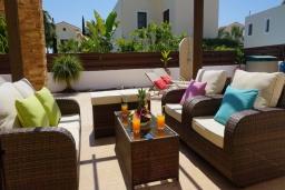 Терраса. Кипр, Ионион - Айя Текла : Роскошная вилла с видом на море, с 3-мя спальнями, с бассейном, тенистой террасой с патио и традиционной печью