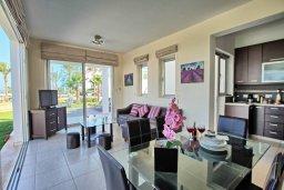 Гостиная. Кипр, Санрайз Протарас : Современная вилла в 50 метрах от пляжа, с 3-мя спальнями, солнечной террасой с патио и барбекю, расположена у песчаного пляжа Sunrise