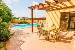 Терраса. Кипр, Нисси Бич : Прекрасная вилла с 3-мя спальнями, с бассейном, солнечной террасой и барбекю