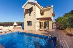 Фасад дома. Кипр, Нисси Бич : Прекрасная вилла с 3-мя спальнями, с бассейном, солнечной террасой и барбекю