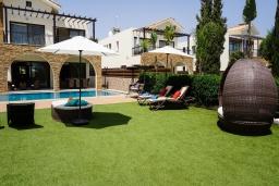 Вид на виллу/дом снаружи. Кипр, Ионион - Айя Текла : Шикарная вилла на побережье Айя Теклы, с 5-ю спальнями, с бассейном, зелёным садом и потрясающим панорамным видом на Средиземное море