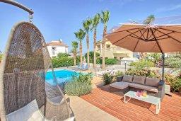 Зона отдыха у бассейна. Кипр, Ионион - Айя Текла : Роскошная вилла в окружение пальм, с 3-мя спальнями, с бассейном, lounge-зоной и барбекю