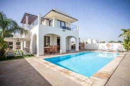 Фасад дома. Кипр, Санрайз Протарас : Прекрасная вилла с 3-мя спальнями, с бассейном и солнечной террасой на крыше, расположена недалеко от пляжа Flamingo Bay