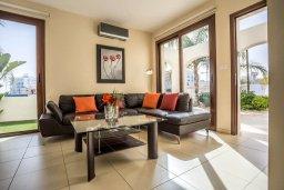 Гостиная. Кипр, Санрайз Протарас : Прекрасная вилла с 3-мя спальнями, с бассейном и солнечной террасой на крыше, расположена недалеко от пляжа Flamingo Bay