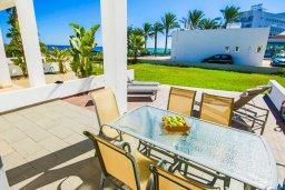 Обеденная зона. Кипр, Санрайз Протарас : Современная вилла на побережье с 2-мя спальнями, солнечной террасой с патио и барбекю, расположена у песчаного пляжа Sunrise