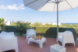 Обеденная зона. Кипр, Коннос Бэй : Потрясающая вилла с 4-мя спальнями, с бассейном, уличным джакузи, прекрасным зелёным двориком и уютной lounge-зоной
