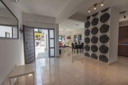 Гостиная. Кипр, Коннос Бэй : Потрясающая вилла с 4-мя спальнями, с бассейном, уличным джакузи, прекрасным зелёным двориком и уютной lounge-зоной