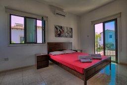 Спальня. Кипр, Коннос Бэй : Потрясающая вилла с 4-мя спальнями, с бассейном, уличным джакузи, прекрасным зелёным двориком и уютной lounge-зоной