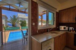 Кухня. Кипр, Коннос Бэй : Уютная вилла с видом на море, с 2-мя спальнями, с бассейном, с солнечной террасой на крыше и барбекю