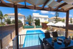 Терраса. Кипр, Коннос Бэй : Уютная вилла с видом на море, с 2-мя спальнями, с бассейном, с солнечной террасой на крыше и барбекю