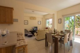 Гостиная. Кипр, Коннос Бэй : Уютная вилла с видом на море, с 2-мя спальнями, с бассейном, с солнечной террасой на крыше и барбекю