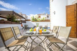 Обеденная зона. Кипр, Каппарис : Уютная вилла с 3-мя спальнями, с бассейном и тенистой меблированной террасой с барбекю