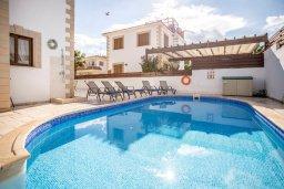 Бассейн. Кипр, Каппарис : Уютная вилла с 3-мя спальнями, с бассейном и тенистой меблированной террасой с барбекю