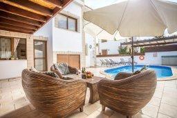 Патио. Кипр, Каппарис : Уютная вилла с 3-мя спальнями, с бассейном и тенистой меблированной террасой с барбекю
