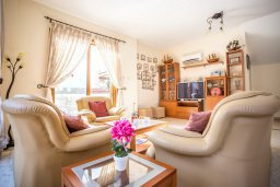 Гостиная. Кипр, Каппарис : Уютная вилла с 3-мя спальнями, с бассейном и тенистой меблированной террасой с барбекю