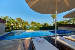 Бассейн. Кипр, Фиг Три Бэй Протарас : Шикарная вилла в 100 метрах от пляжа, с 4-мя спальнями, с бассейном и барбекю, расположена в нескольких минутах ходьбы от центра Протараса