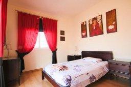 Спальня. Кипр, Каппарис : Роскошная вилла с на берегу моря, с 4-мя спальнями, с бассейном и просторным зелёным садом с барбекю