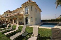 Фасад дома. Кипр, Каппарис : Роскошная вилла с на берегу моря, с 4-мя спальнями, с бассейном и просторным зелёным садом с барбекю