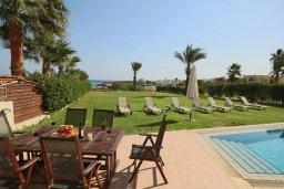 Терраса. Кипр, Каппарис : Шикарная вилла с великолепным видом на море, с 4-мя спальнями, с бассейном и просторной зелёной территорией с патио и барбекю