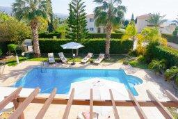Вид. Кипр, Корал Бэй : Потрясающая вилла с 4-мя спальнями, с большим бассейном, с прекрасным зелёным садом с патио и барбекю, расположена недалеко от пляжа