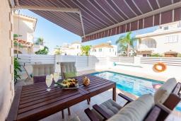 Терраса. Кипр, Каво Марис Протарас : Шикарная вилла с 3-мя спальнями, 3-мя ванными комнатами, с бассейном и зелёным двориком с барбекю