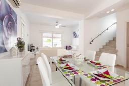 Обеденная зона. Кипр, Каво Марис Протарас : Шикарная вилла с 3-мя спальнями, 3-мя ванными комнатами, с бассейном и зелёным двориком с барбекю