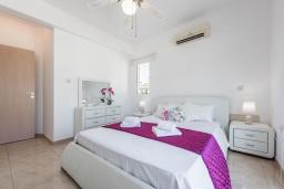 Спальня. Кипр, Каво Марис Протарас : Шикарная вилла с 3-мя спальнями, 3-мя ванными комнатами, с бассейном и зелёным двориком с барбекю