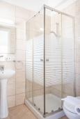 Ванная комната. Кипр, Каво Марис Протарас : Шикарная вилла с 3-мя спальнями, 3-мя ванными комнатами, с бассейном и зелёным двориком с барбекю