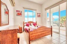 Спальня. Кипр, Корал Бэй : Прекрасная вилла с 3-мя спальнями, с бассейном, зелёным двориком и солнечной террасой с патио