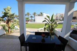 Терраса. Кипр, Санрайз Протарас : Современная вилла на побережье с 2-мя спальнями, солнечной террасой с патио и барбекю, расположена у песчаного пляжа Sunrise