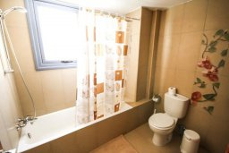 Ванная комната. Кипр, Санрайз Протарас : Современная вилла на побережье с 2-мя спальнями, солнечной террасой с патио и барбекю, расположена у песчаного пляжа Sunrise