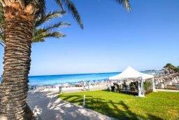 Ближайший пляж. Кипр, Санрайз Протарас : Современная вилла на побережье с 2-мя спальнями, солнечной террасой с патио и барбекю, расположена у песчаного пляжа Sunrise
