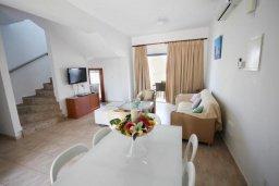 Гостиная. Кипр, Санрайз Протарас : Современная вилла на побережье с 2-мя спальнями, солнечной террасой с патио и барбекю, расположена у песчаного пляжа Sunrise